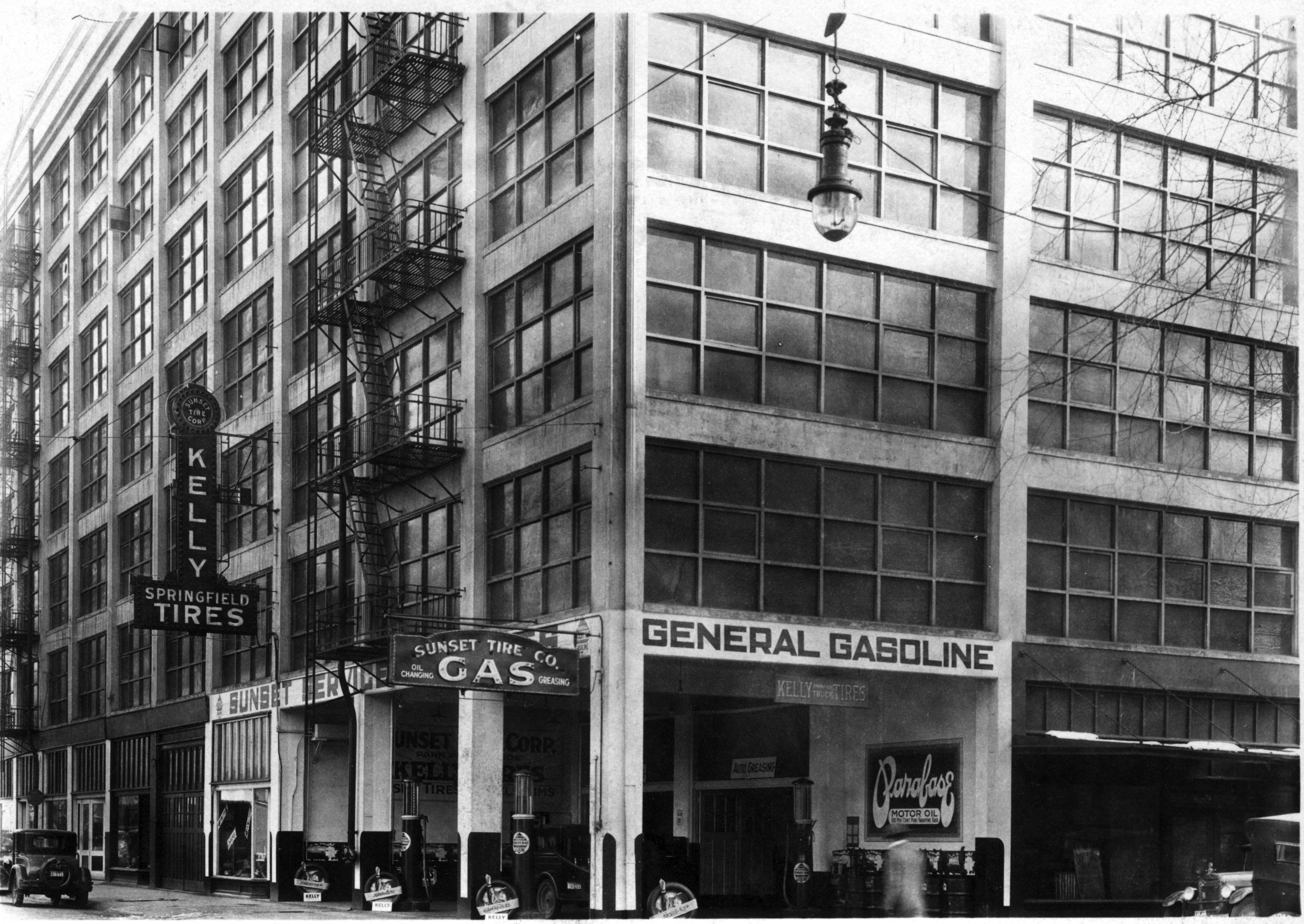 Old building on Burnside (possibly home to Powell's Books today?)
