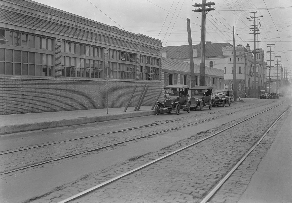 NW 10th, Portland, in 1921 (Image Credit: Vintage Portland Files)