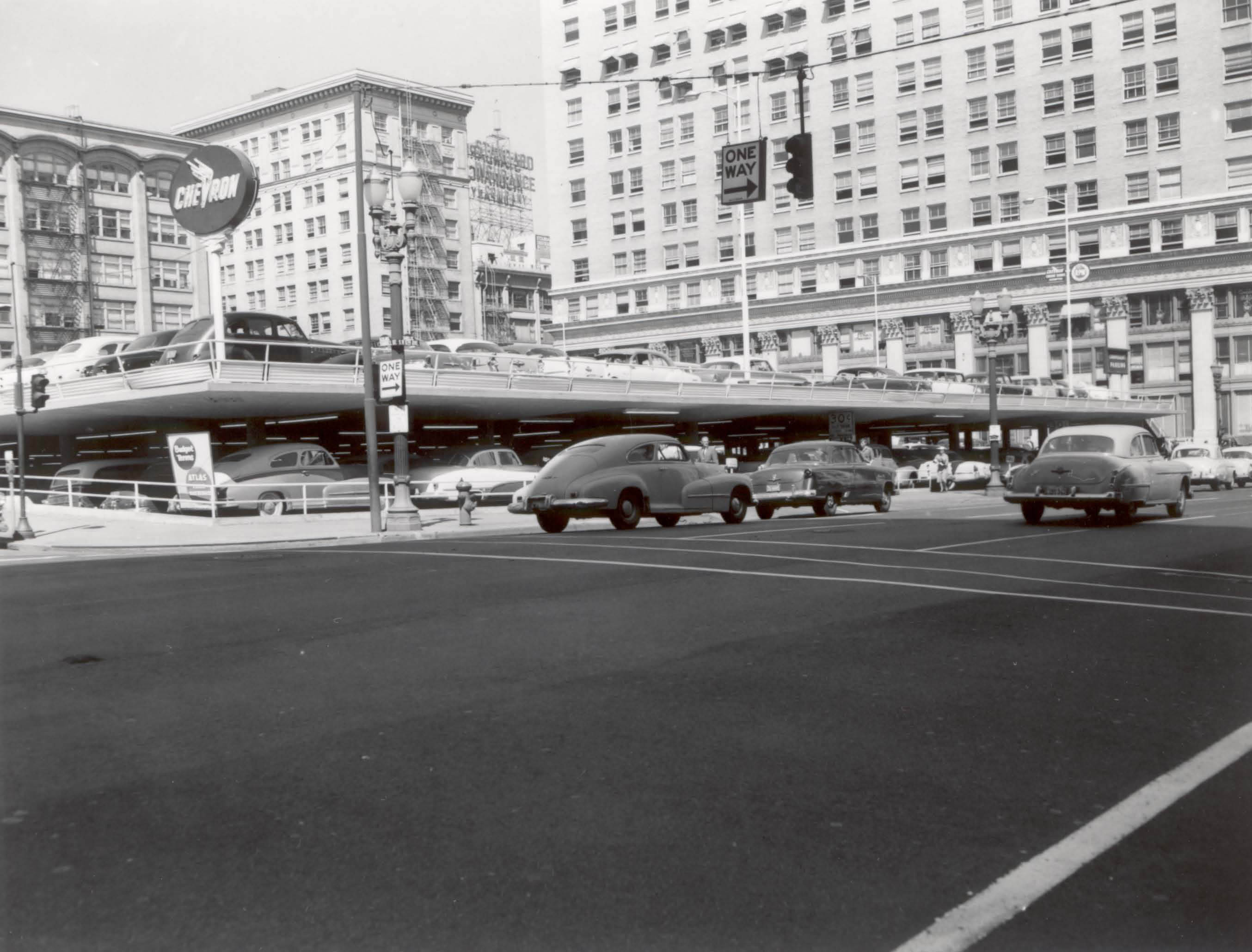 Driving and parking in downtown Portland, 1955 (Image Credit: Vintage Portland Files)