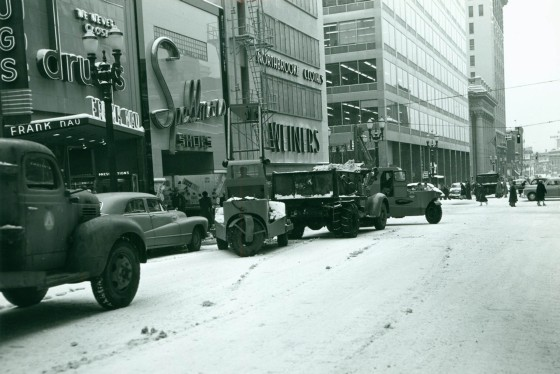 A2001-007.576 Snow removal SW 6th and Washington north 1952