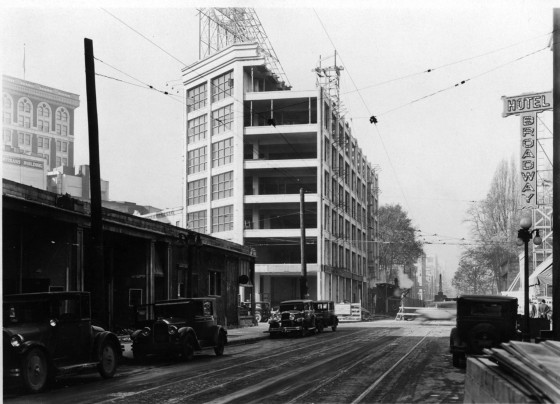 A2001-062.3 Construction at W Burnside and Broadway west 1933