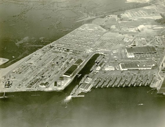 A2004-002.6712 Aerial view Oregon Shipyards St Johns 1943