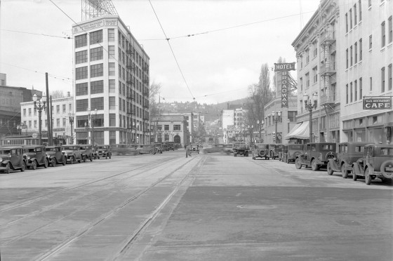 A2009-009.643 W Burnside Looking West From 6th 1934