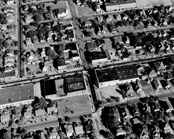 A2005-001.671 NE Union Ave and Alberta east 1947
