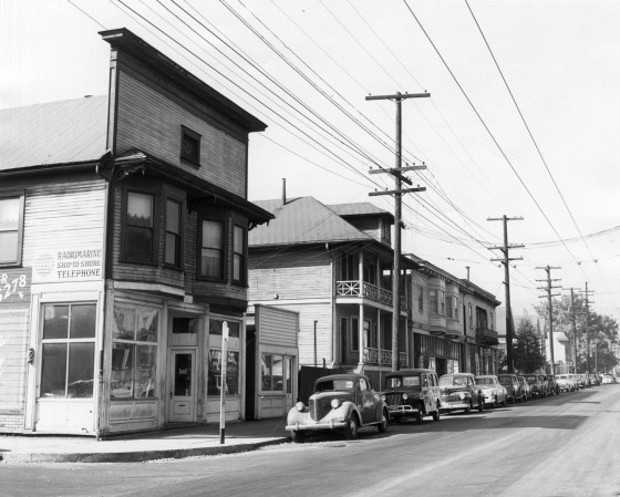 A2005-001.844 NW Thurman at 20th 1952