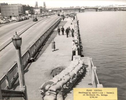 A1999-004.1024 Flood control sandbagging seawall and Morrison Bridge 1948