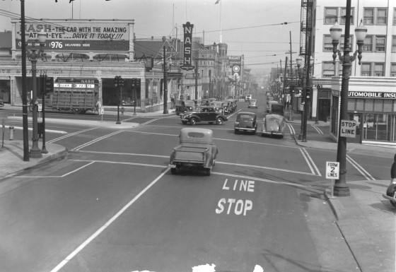 A2005-001.1053  W Burnside St, 10th Ave and SW Oak St looking north on 10th Ave 1939