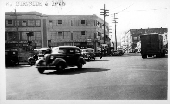 A2005-001.138 W Burnside and SW 19th northwest 1938