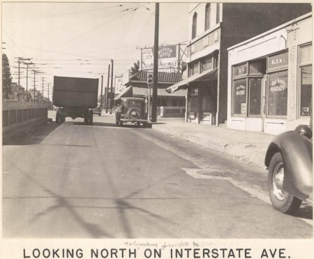 A2005-001.80 N Broadway from Larrabee towards Interstate 1937