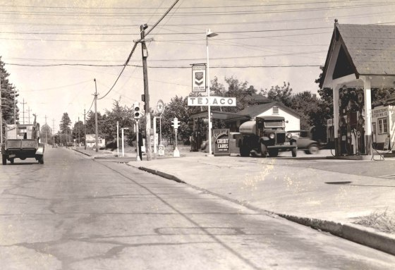 A2005-001.518  SE Powell Blvd and 39th Ave looking east on Powell Blvd 1937