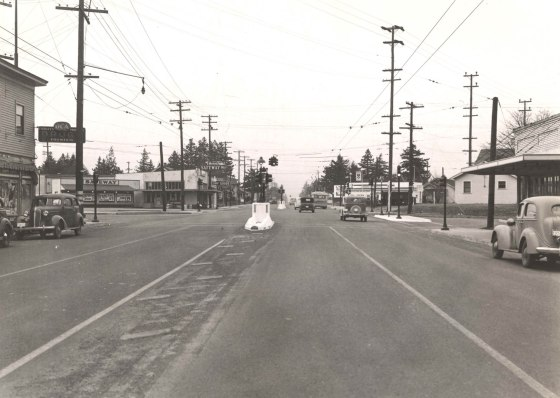 A2005-001.573 NE Sandy at 72nd west 1940