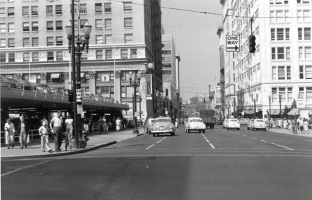 A2005-001.1067  SW 6th Ave looking north from Yamhill St 1952