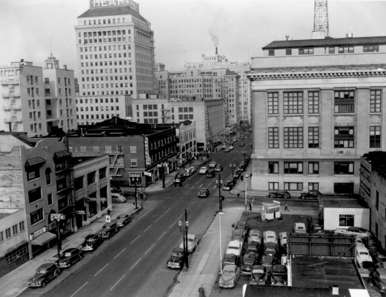 A2005-001.906  SW 5th Ave looking north toward Main St 1950