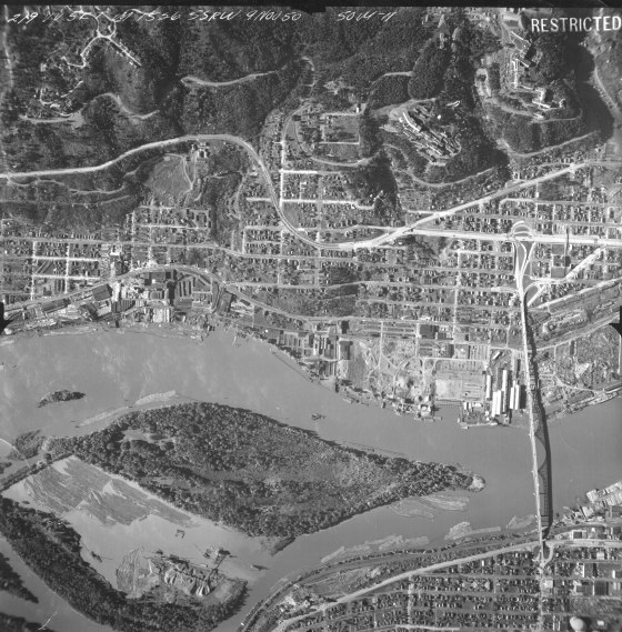 A2004-002.6938 Aerial of Willamette River and Ross Island, 219VV 1950