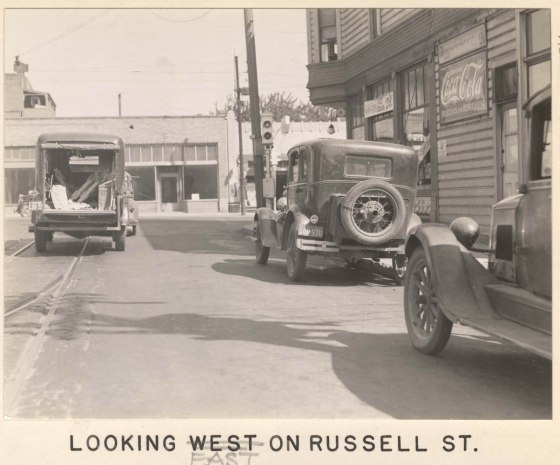 A2005-001.534  NE Russell St looking east 1937