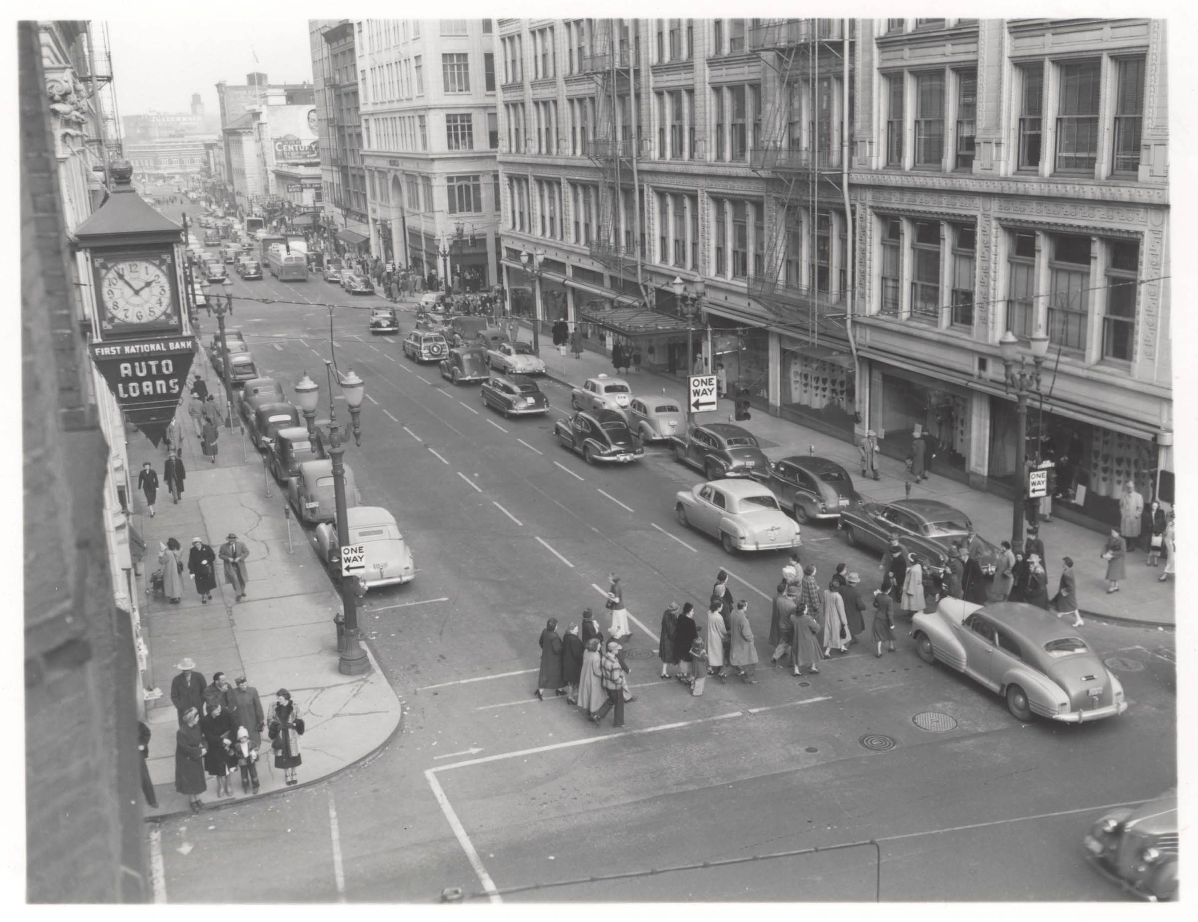A2005-001.436 SW Morrison and 6th Ave north 1949