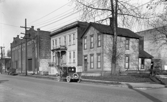 A2009-009.1729 NW 10th & Johnson c1925