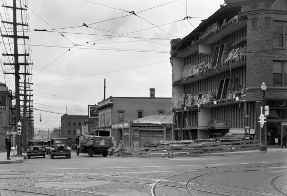 A2009-009.773 Construction on E Burnside & Union 1929