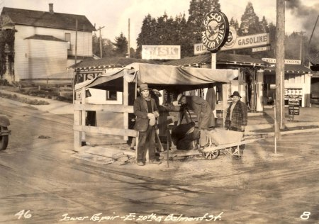 A2000-025.215  Sewer repair at SE 20th and Belmont 1931
