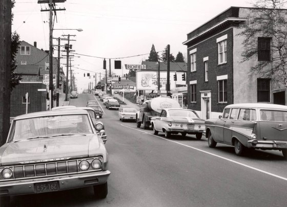 A2005-001.946 - SE 20th Ave looking north towards Belmont St 1965