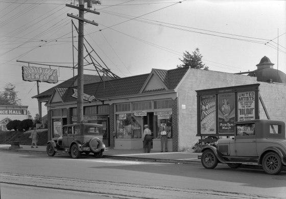 A2009-009.2605 N Lombard near Charleston 1932