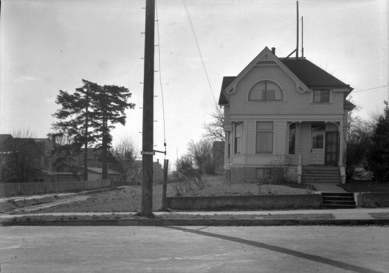 A2009-009.2315 SW Lowell St 1932