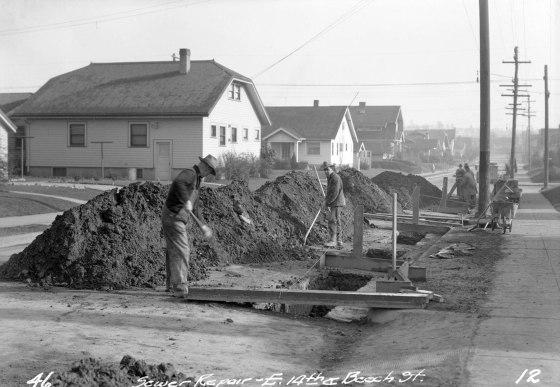 A2009-009.2653 Sewer Work NE Beech and 14th 1932