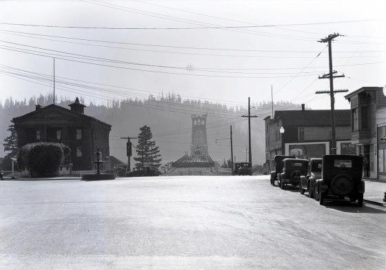 A2009-009.863 St Johns Bridge construction south from N Burlington c1930