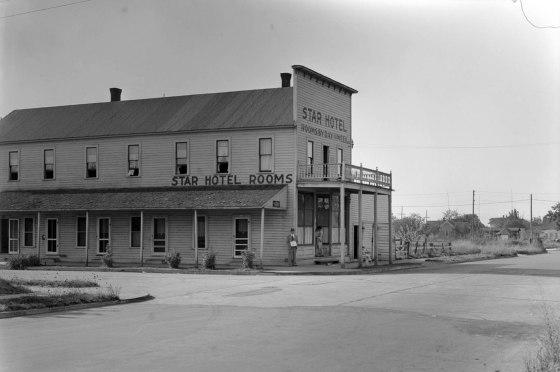 A2009-009.2590 Star Hotel N Ivanhoe & Chicago 1932