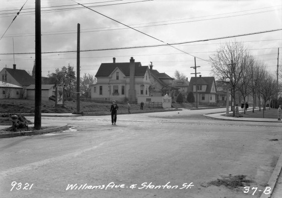 A2009-009.2744 - N Williams Ave and Stanton St 1931