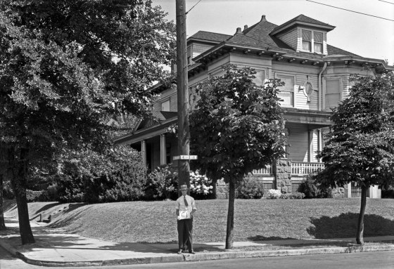 A2009-009.3275 Residence NE Broadway and 11th Ave 1929