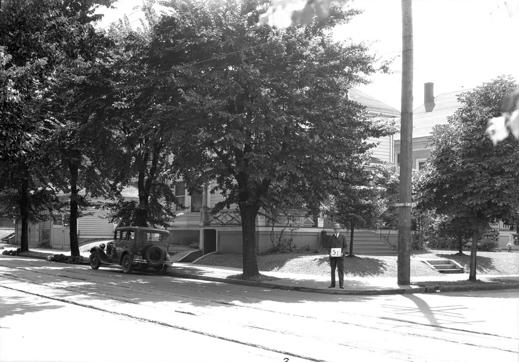 A2009-009.3264 - Residence NE Broadway and 9th Ave 1929