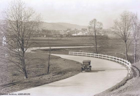 SE 28th Ave. near Eastmoreland, 1923 : A2009-009.292
