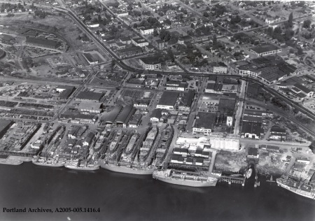 Aerial of shipyards circa 1945 : A2005-005.1416.4