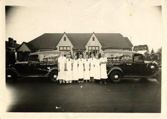 Grant Park Grocery NE 33rd Knott c1940