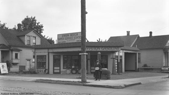 3708 NE MLK (at Beech), 1929 : A2009-009.1014