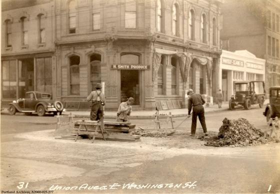 SE Union and Washington St., 1931 : A2000-025.277
