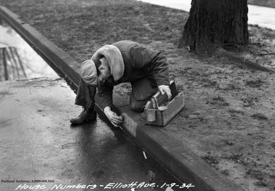 Curb Numbering SE Elliott Ave Jan. 9, 1934 : A2009-009.3166