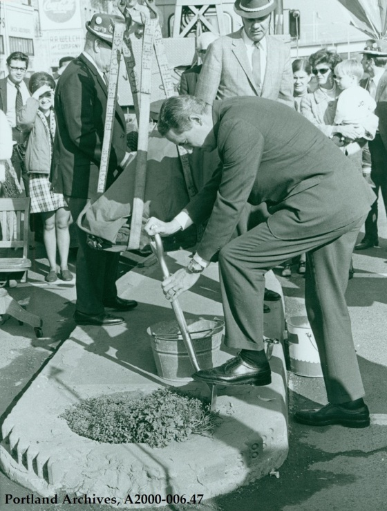 Groundbreaking ceremony for Mill Ends Park, 1976 : A2000-006.47