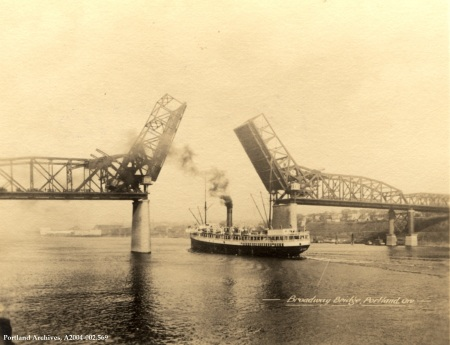 Broadway bridge with ship, circa 1918 : A2004-002.569