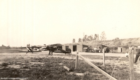 Rankin Airport construction, 1930 : A2004-002.2073