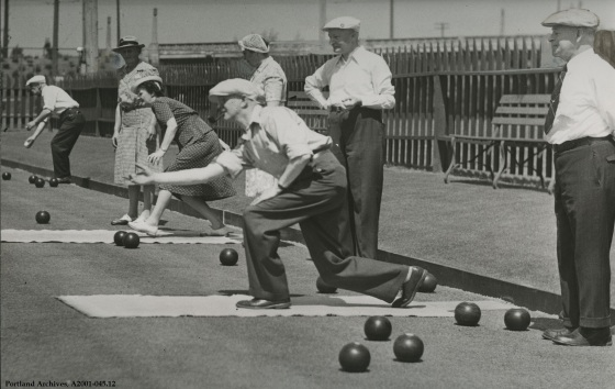 Lawn bowling at Westmoreland Park, Jan. 27, 1946 :  A2001-045.12