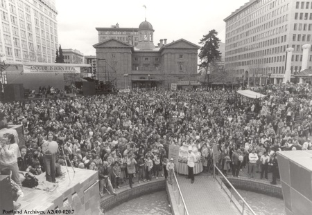 Pioneer Courthouse Square opening ceremonies, April 7, 1984 : A2000-020.7