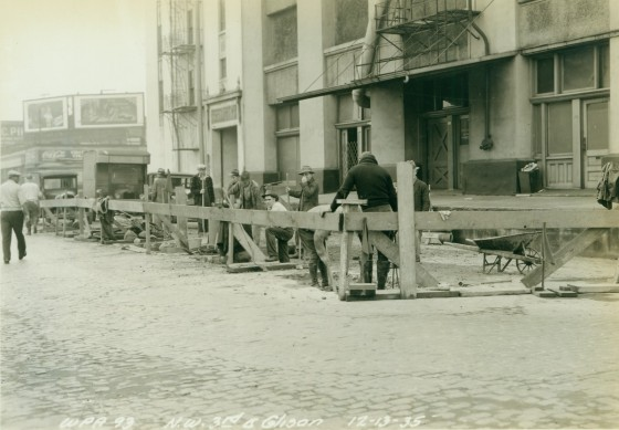 Crew repairing sewer on NW 3rd between Hoyt and Glisan, Dec. 13, 1935 :  A2000-025.1053