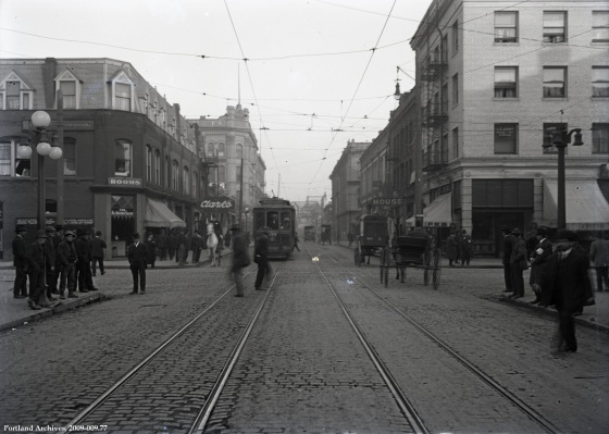 West Burnside looking east from 3rd Ave, Oct. 18, 1913 : A2009-009.77