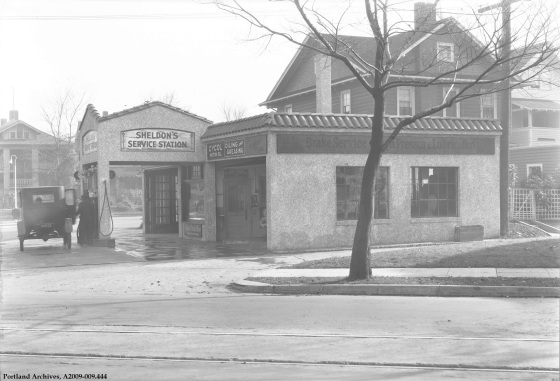 Sheldon's Service Station, 1927 : A2009-009.444