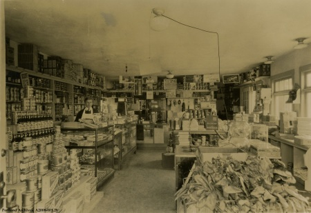 Interior of D&G Food Store  at 1324 N Shaver, circa 1930 : A2008-001.28