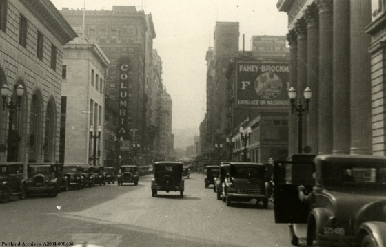 SW 6th Ave. looking south, Jan. 4, 1932 : A2004-001.638