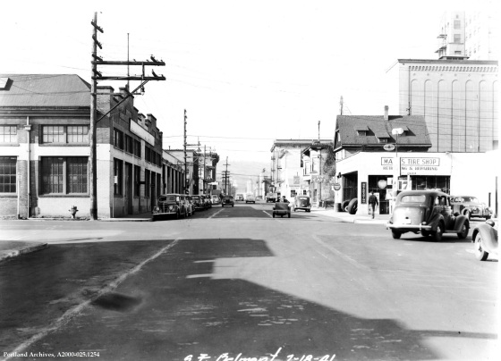 SE Belmont Street near 7th Avenue, Feb. 18, 1941 : A2000-025.1254