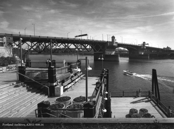 Waterfront Park looking toward Burnside Bridge, 1983: A2011-008.14